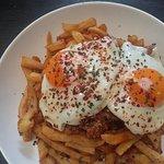 Huevos fritos con carne picada