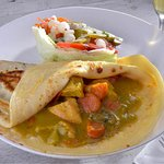Florida - Boneless chicken in a creamy curry sauce, with onions, mushrooms, bell peppers & pinea