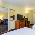 Photo de Baymont Inn & Suites Savannah Midtown