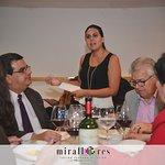 Nuestra Sommelier Mariana Aguilar, dando cátedra en la cena maridaje.