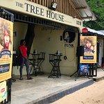 Foto de The Tree House Bar & Grill