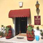 Wine Shop aperto dalle 9.00-12.00  e 14.00-18.00 . Domenica chiuso