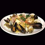 Linguine tossed with freshly sautéed seafood. White wine sauce or marinara sauce