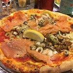pizza Pescator , mais la photo ne rend pas le nombre de scampis et de st jacques