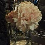 Tuoreet kukat pöydässä ovat aina plussaa