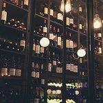 Photo de la vinothéque