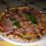 pizza con bordo ripieno