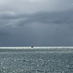 Praia limpa, silenciosa, mar quentinho, restinga preservada. Para quem procura tranquilidade.