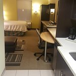 Photo de Home2 Suites by Hilton Greensboro Airport
