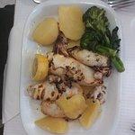 Calamars grillé avec pommes de terre
