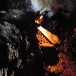 Inolvidable!!! gatear por el túnel a la caverna oculta con un lago!!!