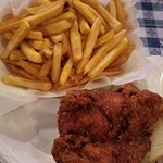 صورة فوتوغرافية لـ Gus's World Famous Fried Chicken
