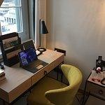 Laptop ist von mir, Tablet vom Hotel im Zimmer vorhanden