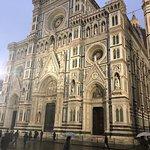 فلورنسا مدينة جميلة وهادئة وذات طقس جميل، وتزدحم المباني التاريخية بوسط المدينة وتكثر المطاعم وا