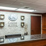 Comfort Suites Outlet Center resmi