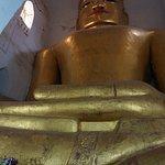 Immense Bouddha au Manuha Temple