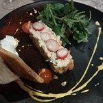 Tartare de saumon et chair de crabe, chantilly au wasabi