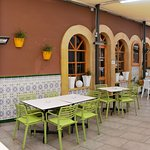 Amplia terraza donde poder disfrutar de nuestra gastronomía