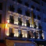 Grand Hotel Leveque at night