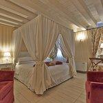 Junior Suite (annex) Canopy Bed