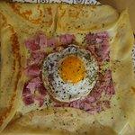 Crepe de jamón dulce, queso y huevo