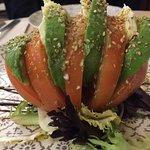 Ensalada de tomate con aguacate y mozzarela
