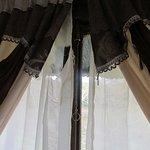 Großer Riss im Vorhang.