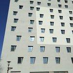 l'hôtel vu de l'extérieur côté entrée