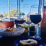 Excelente comida, vino y café