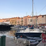 Photo de St. Tropez Harbor