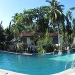 Fab swimming pool and swim up bar!