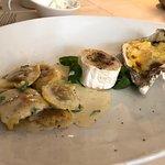 Steinpilzravioli, französicher Ziegenkäse mit Honig, gratinierte Auster