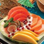 Frutas frescas todos los dias y desayunos buffet