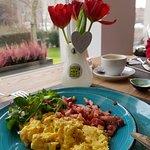 eitje tijdens het ontbijt