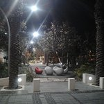 Приятный парк около ресторанчика и отеля