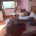 Última mañana antes de venir a Madrid, la habitación está desordenada de haber dormido esa noche