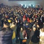 Estas son personas dentro del estadio tratando de ingresar al area VIP. 10:44 pm
