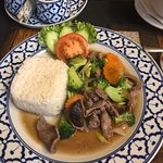 Fried beef with vegetable and rice
