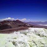 La vista da 5500m volando sul Cerro Estrella, con il Salar di Arizaro e il Llullaillaco sullo sf