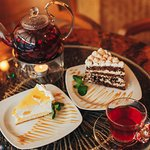 Вкусные десерты и всегда горячий и ароматный чай.