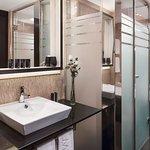 Premium City View - Bathroom