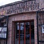 Photo de Hospital in the Rock