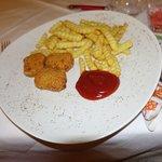 Kindermenü - Chicken Nuggets mit Pommes