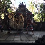 Foto Tari Traditional Barong dan Waksirsa