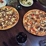 Pizzat herkullisilla täytteillä sopii jokaiseen makuun!