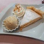 dessert du jour (frangipane et glace vanille super bonne)