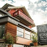 Das Restaurant befindet sich im Originalbau von 1906. Geführt von herzlicher Familie Hirsig.