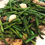 Mushrooms, garlic and asparagus