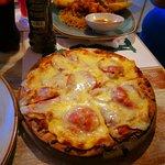 Deliciosa comida,  buena pizza, y deliciosos los langostinos y los camarones.