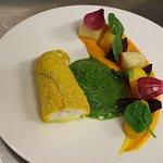 Lotte panée au curry sur sa polenta à la livèche, légumes du potager et émulsion d'herbes